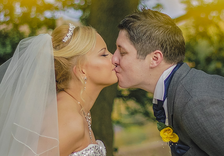 Couple kissing Northwich wedding photographer